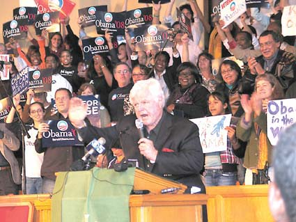 Sen. Edward Kennedy rallies Barack Obama supporters at the Beebe Memorial Cathedral in Oakland on Friday. Photograph by Judith Scherr.