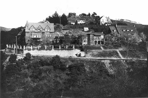 Rieber, Hutchinson, and Torrey houses,left to right, on Canyon Road, 1910. Behind the Torrey house is the Mouser house.