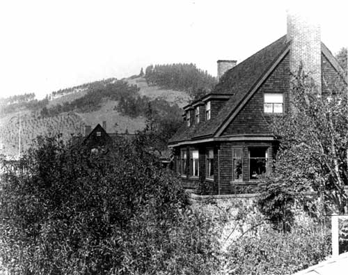 An early photograph of the Torrey house.