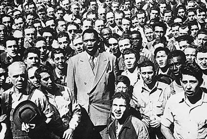 "Paul Robeson leads Moore Shipyard Workers in singing ""The Star Spangled Banner"" in Oakland in September 1942."