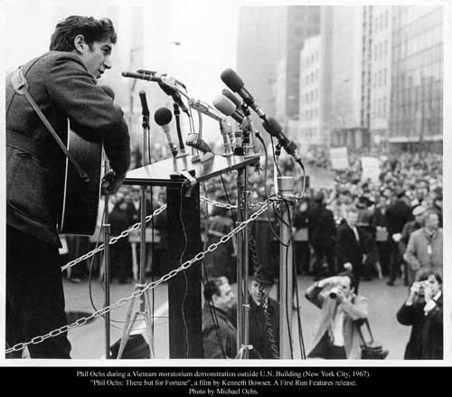 Phil Ochs during a Vietnam moratorium demonstration outside the UN Building in New York in 1967.