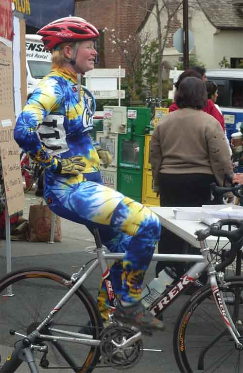 A Cal woman warms up in blue and gold tie-dye racing gear.