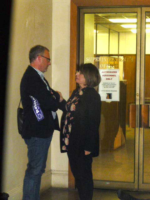 Ex Parte Communication or Just Friends? Councilmember Wengraf chats with Mark Rhoades during last night's Berkeley City Council Meeting