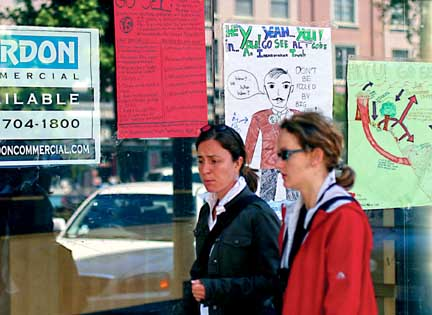 An 'Inconvenient' Campaign: Signs made by Berkeley High students urge passersby in downtown Berkeley to see An Inconvenient Truth. Photograph by Michael Howerton.
