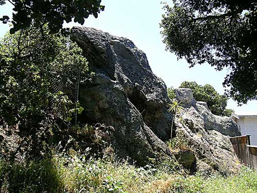 The owners of Picnic Rock intend to fence off the popular rock climbing site.