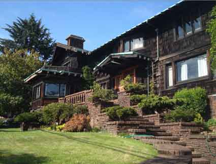 The Thorsen House main façade faces Piedmont Avenue.