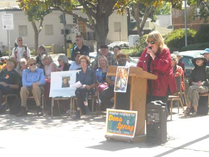 Anna de Leon shares her memories of Dona Spring at a Sunday memorial service.