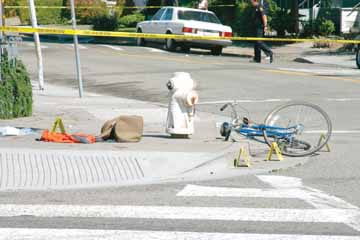 Jakob Schiller: A fallen bicycle, a sports bag and police evidence tags mark the murder scene at the intersection of Alcatraz Avenue and Adeline Street Monday afternoon where an argument ended in Berkeley's third murder of the year, less than a month after the first..