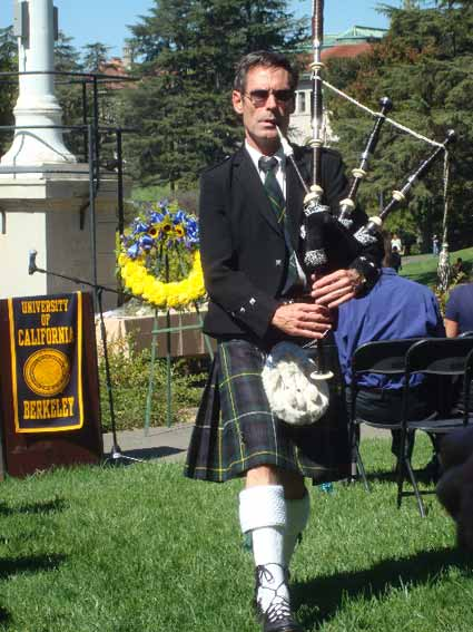 Bagpiper Jeff Campbell began and ended the ceremony.