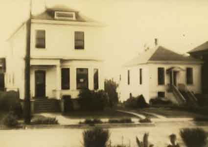 James Tait's small house at 2022 Delaware St. at right and the larger house later built by his widow at 2026 Delaware at left.
