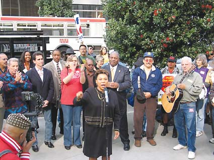 Congresswoman Barbara Lee speaks out against the war in Iraq at a labor rally at the San Francisco Federal Building Oct. 27 prior to the commencement of a peace march, in which thousands walked from Civic Center to Dolores Park. Photograph by Judith Scherr.