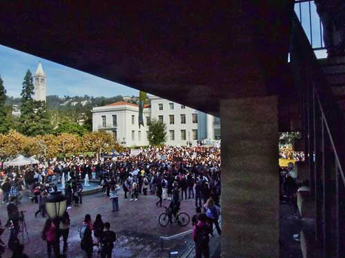 Sproul Plaza earlier Wednesday. Crowd of more than 1,000 in distance. Expect confrontations over tents and banners as evening becomes morning