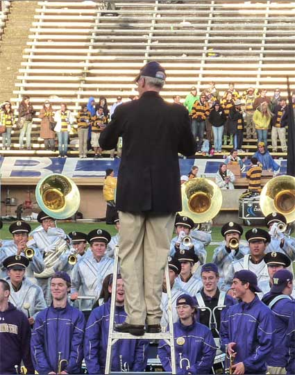 After the game, Cal Band Director Bob Calonico conducted a last serenade