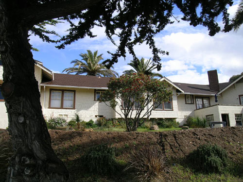 The rear of Banning House Lodge faces Catalina Harbor